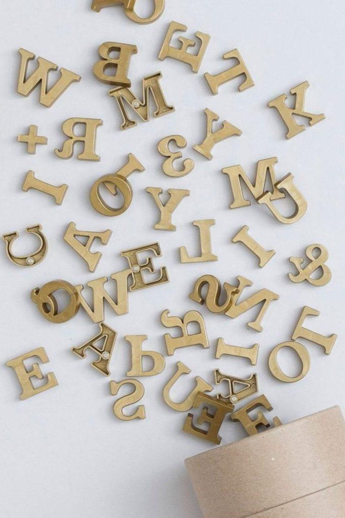 Магнитные буквы золотые